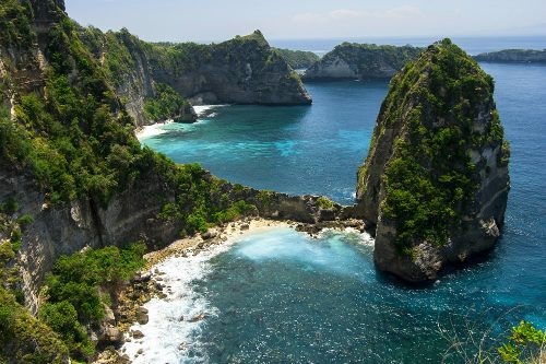 NUSA PENIDA - Atuh Beach (Climb up the stairs next to the beach to access a trail with stunning views of the surrounding cliffs.)