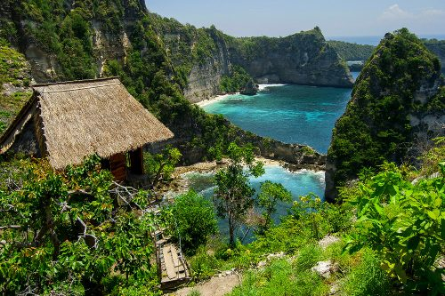 NUSA PENIDA - Atuh Beach (You can access this location from the trail along the cliff from Atuh Beach.)